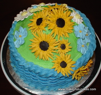 Sunflower Cakes That Look Like Sunflowers In A Basket
